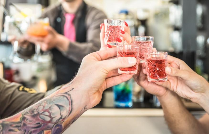 4 bebidas que consumes todos los días que podrían aumentar tu riesgo de cáncer.