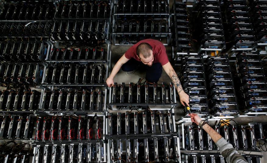 Una granja con ordenadores para minar criptomonedas
