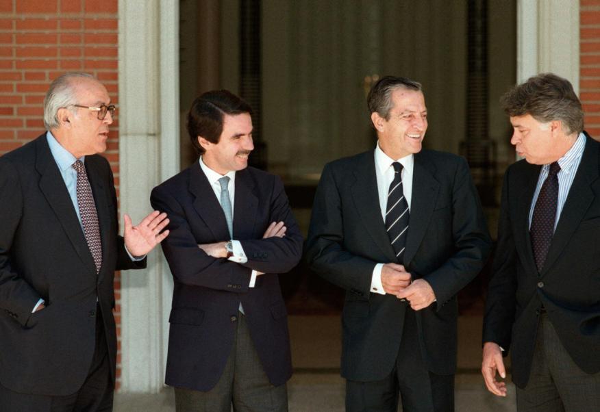 Leopoldo Calvo Sotelo, José María Aznar, Adolfo Suárez y Felipe González en una imagen de archivo