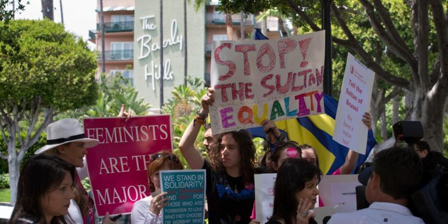 Manifestantes LGTBIQ+ en Brunei.