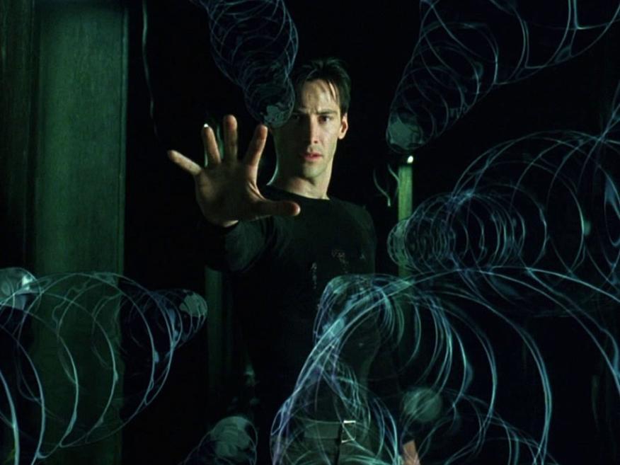 En 'The Matrix' Neo se da cuenta de que puede doblar la simulación en la que vive.
