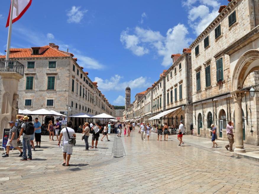 En Dubrovnik los coches no pueden entrar al centro de la ciudad.
