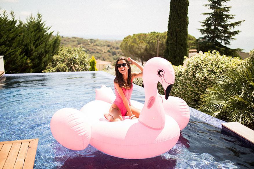 Flamingueo se popularizó por sus flotadores con forma de flamenco