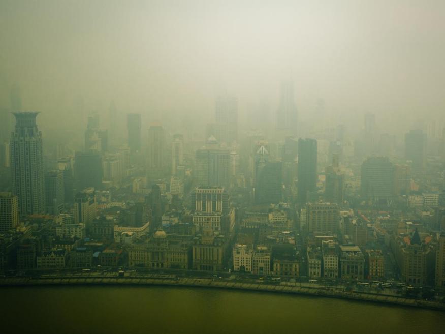 La vista desde la Torre de la Perla Oriental en Shanghai.