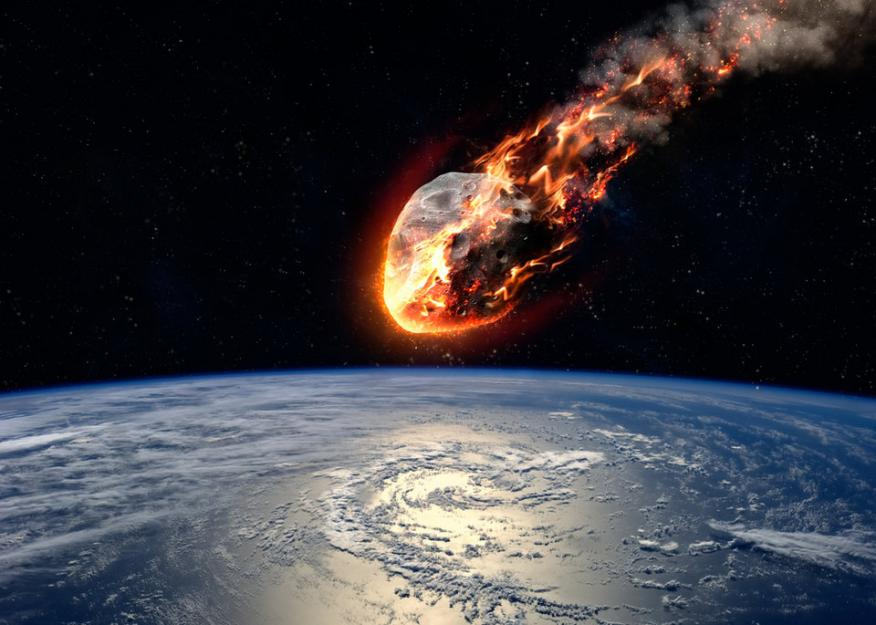 Simulación de un asteroide dirigiéndose hacia la Tierra.