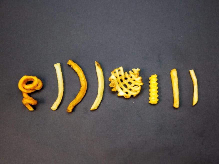 De izquierda a derecha: patatas fritas de Arby's, Dairy Queen, Five Guys, Wendy's, Chick-fil-A, Shake Shack, McDonald's y Burger King.