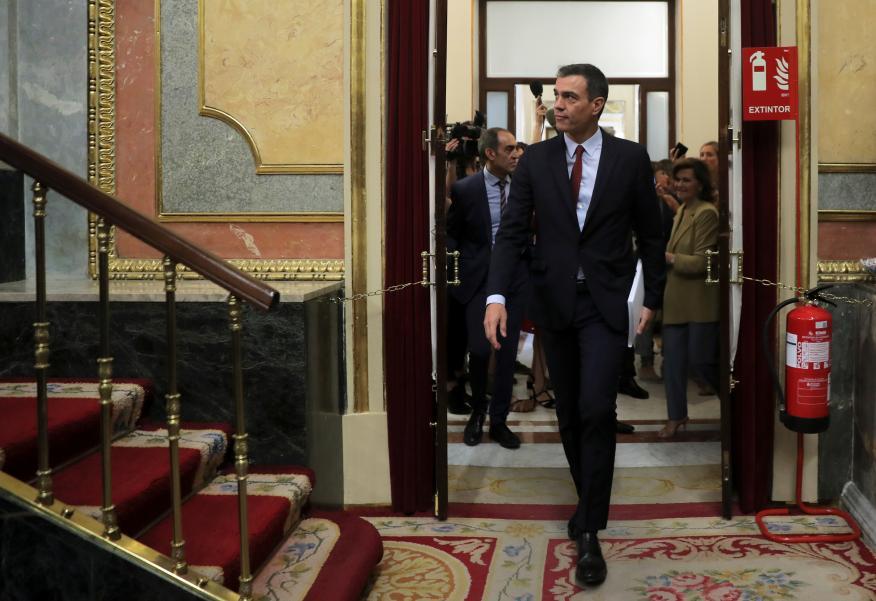 Pedro Sánchez entra en el hemiciclo del Congreso de los Diputados.