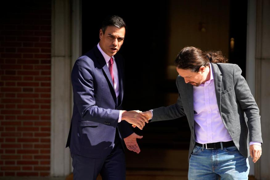 El presidente del Gobierno en funciones, Pedro Sánchez, y el líder de Unidas Podemos, Pablo Iglesias, en el palacio de la Moncloa.