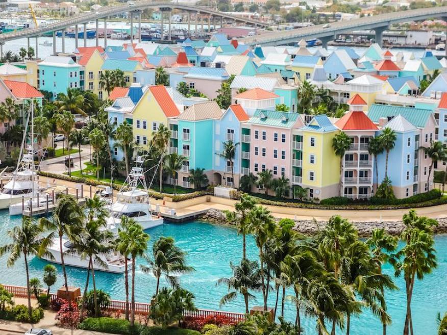 """El Departamento de Estado de EE. UU. advierte sobre """"delitos violentos, como robos, asaltos a mano armada y agresiones sexuales"""" en las Bahamas, concretamente en Nassau."""