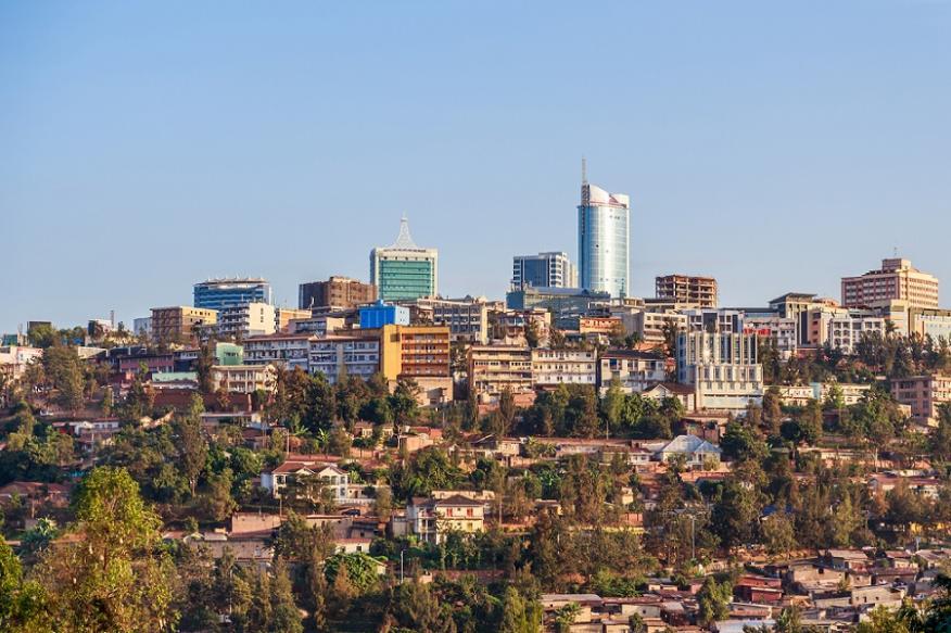 Vista panorámica en el distrito de negocios de la ciudad de Kigali, Rwanda