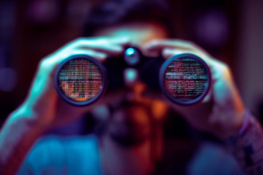 Código fuente de una web a través de unos prismáticos