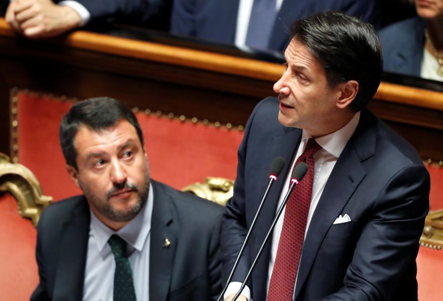 El ya ex primer ministro italiano, Giuseppe Conte, y sentado a su lado, el ultraderechista Matteo Salvini