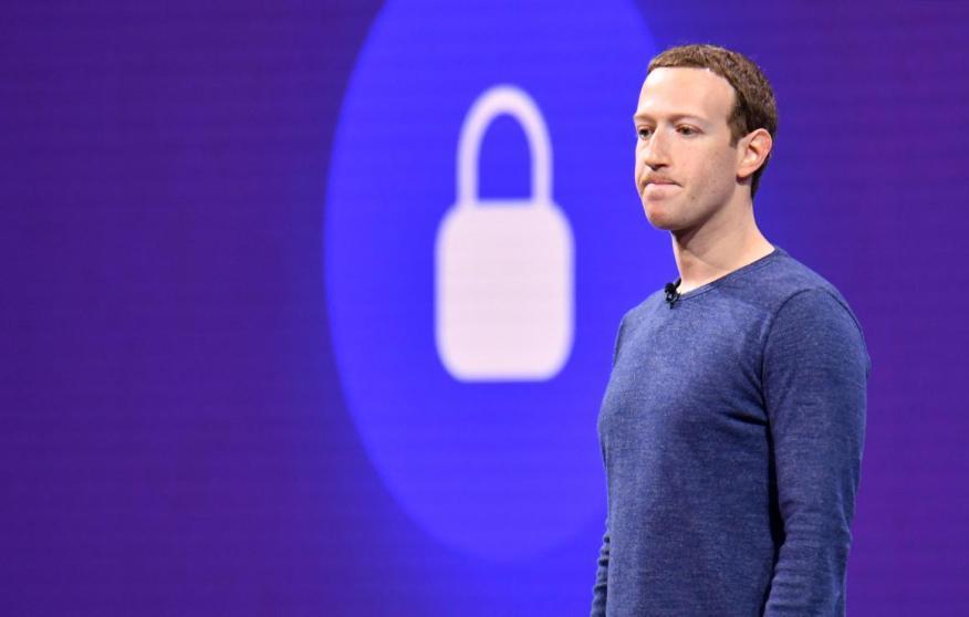 Facebook reconocía este martes que los trabajadores contratados revisaban grabaciones de audio de los chats de voz de sus usuarios.