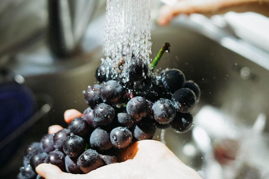 lavar alimentos, frutas lavadas