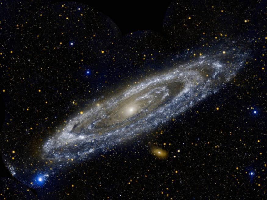 La espiral de la Vía Láctea se encuentra alrededor de un agujero negro supermasivo. Los científicos piensan que cada galaxia tiene uno en el centro.