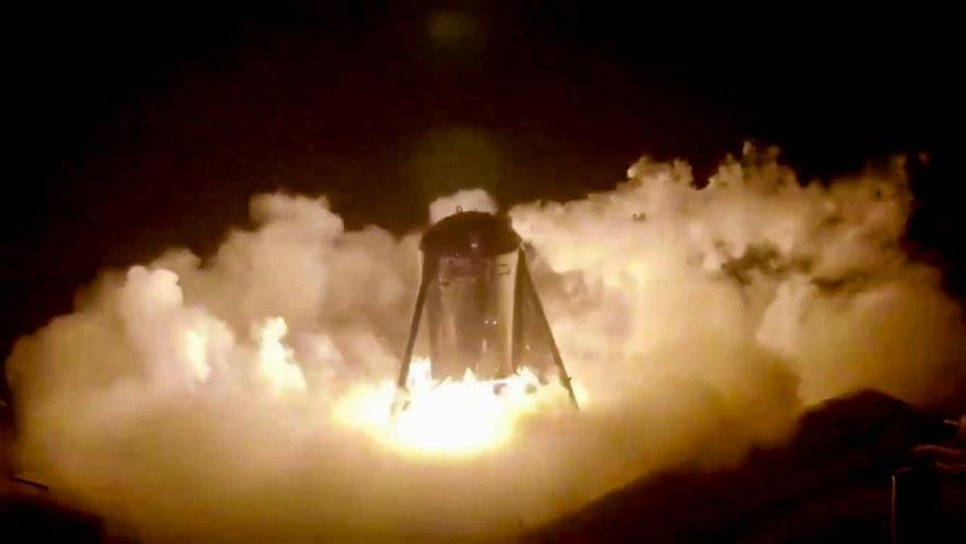 Un prototipo de cohete Starhopper despega en la base de SpaceX cercana a Boca Chica, Texas, en julio de 2019.