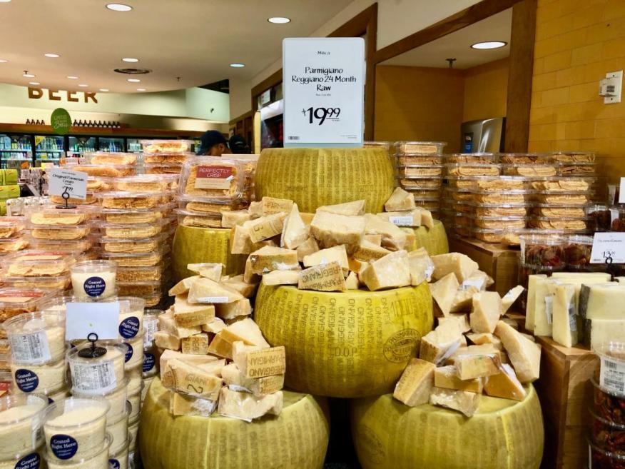 Un escaparate especializado en queso en Manhattan.