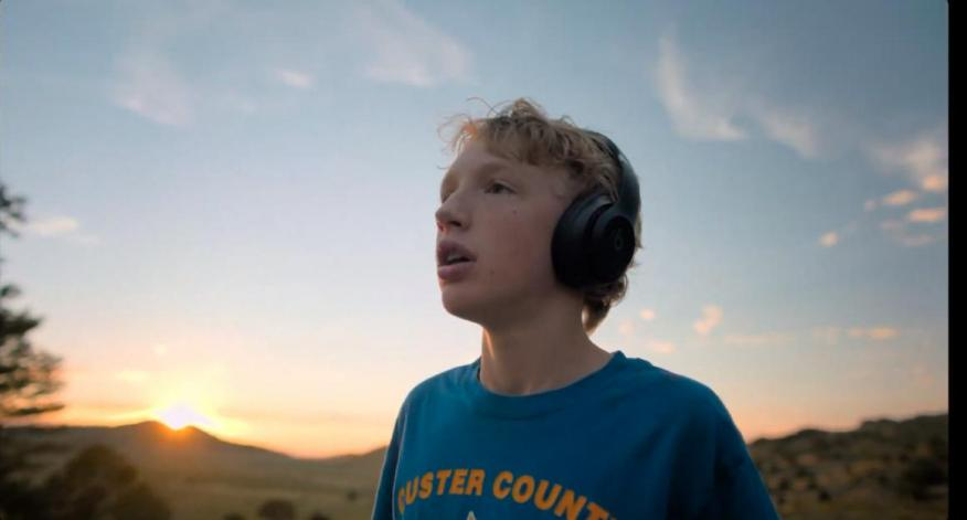 Un padre conectó sus auriculares al Apple Watch para que su hijo pudiera correr sin distracciones.