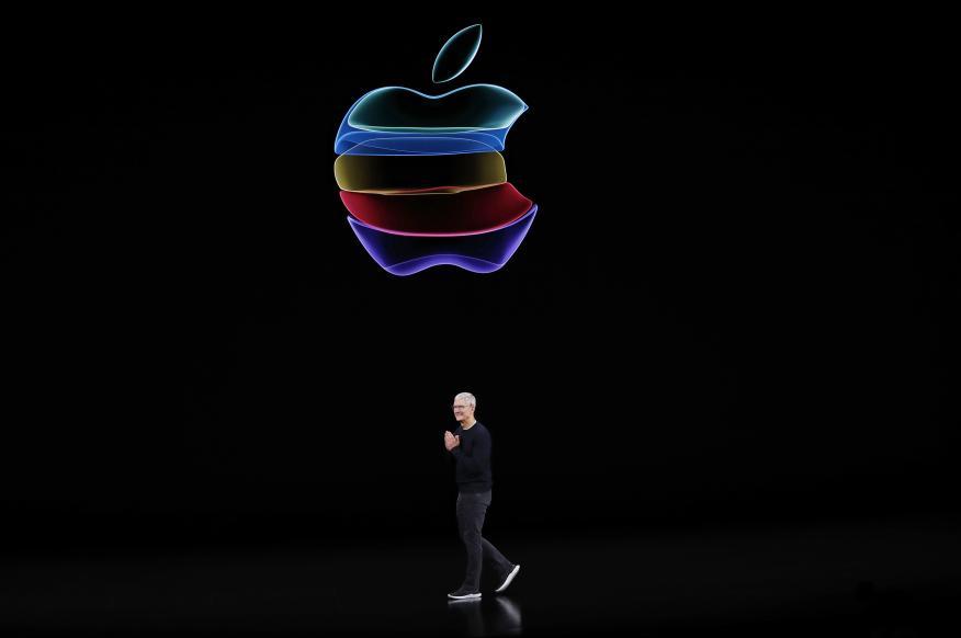 Tim Cook y el logotipo de Apple