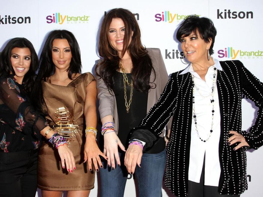 La familia Kardashian-Jenner en la apertura de su nuevo negocio.