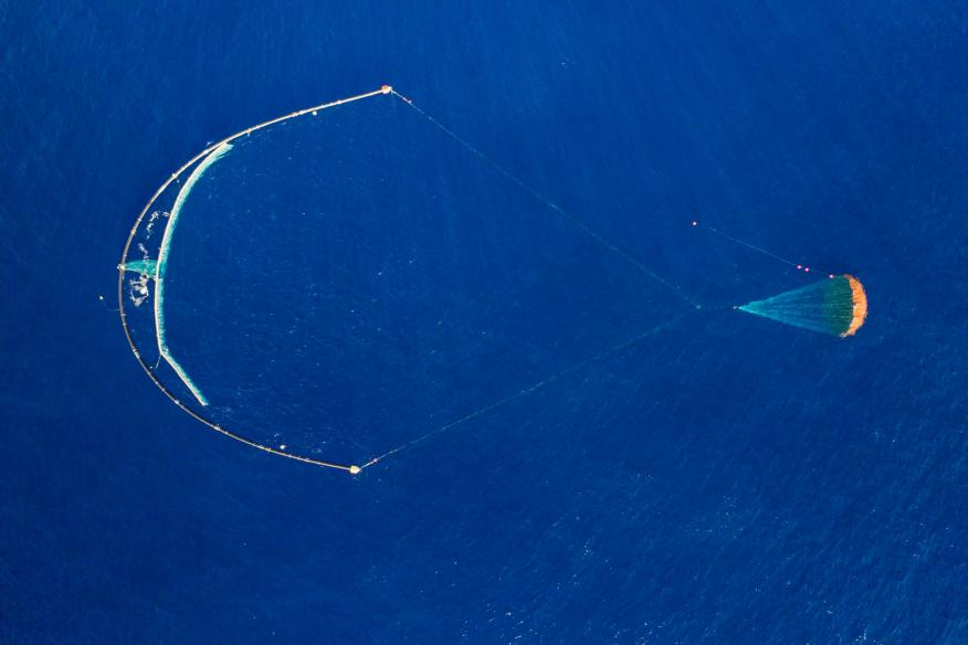 Vista aérea del dispositivo de Ocean Cleanup