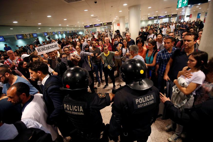 Protestas en el aeropuerto de El Prat tras conocerse la sentencia del procés.