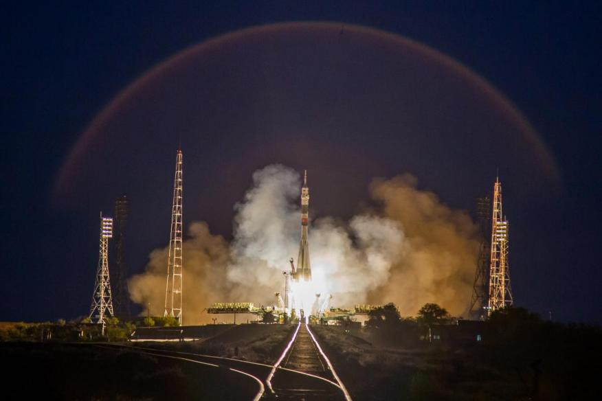 """Una nave espacial llamada """"Soyuz MS-15"""" despega hacia la Estación Espacial Internacional con células de carne a bordo."""