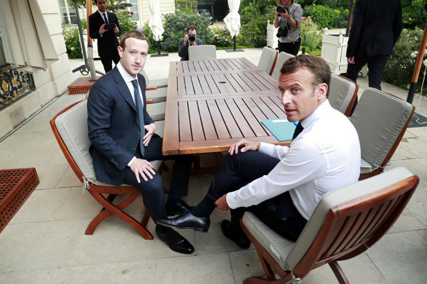 El CEO de Facebook, Mark Zuckerberg, y el presidente francés Emmanuel Macron