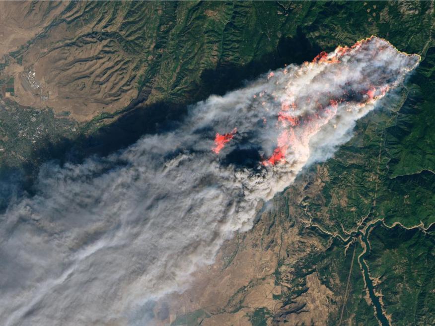 Una vista satelital de Paradise, California, el 8 de noviembre de 2018 mientras un incendio arrasa la ciudad.