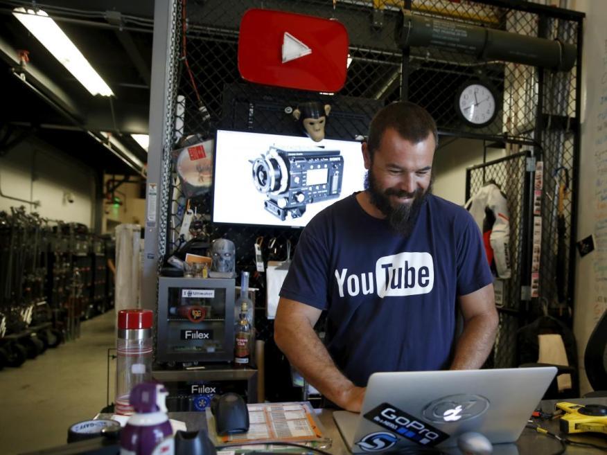 Moderador de contenidos en YouTube.