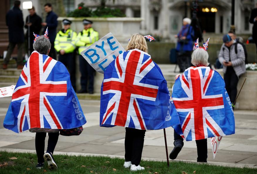 La gente celebra que Gran Bretaña abandone la UE  en Parliament Square en Londres,el 31 de enero de 2020.