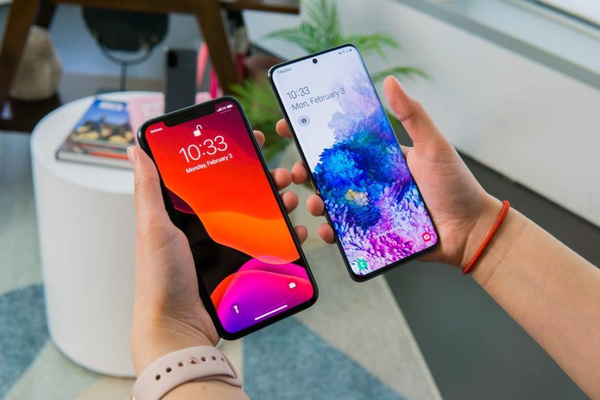El iPhone 11 Pro y el Samsung Galaxy S20.
