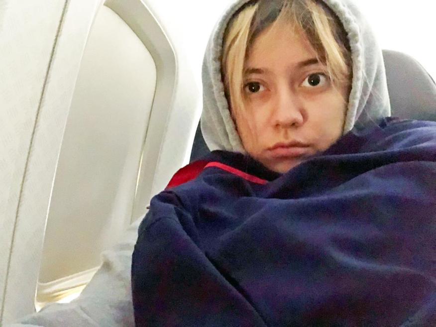 Intenta seguir estos consejos para ayudarte a combatir la ansiedad durante un vuelo.