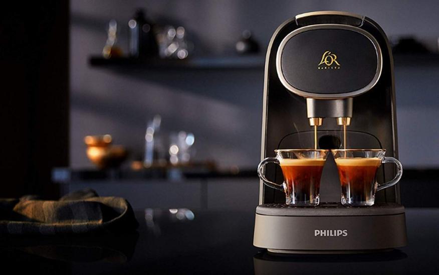 La cafetera L'Or Barista dispone de un modelo con espumador y de 4 colores diferentes: negro, blanco, granate y azul.