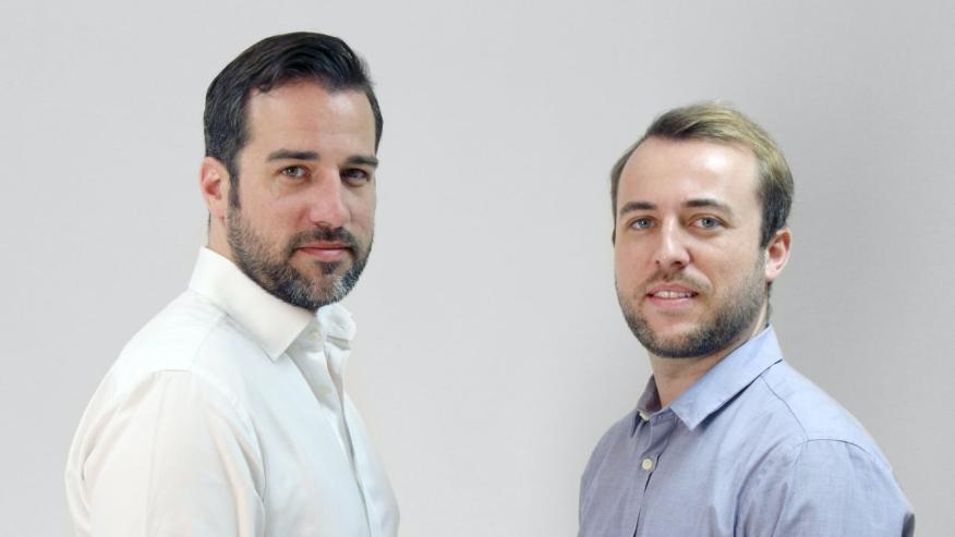 Alejandro (i) y Sergio (d) Esteve de Miguel, fundadores de Bigle Legal.