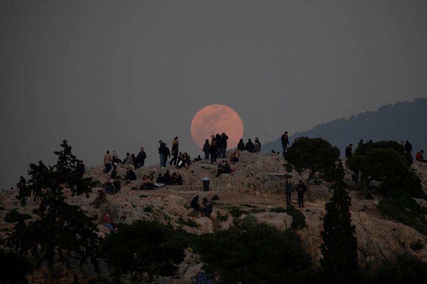 Superluna sobre Atenas