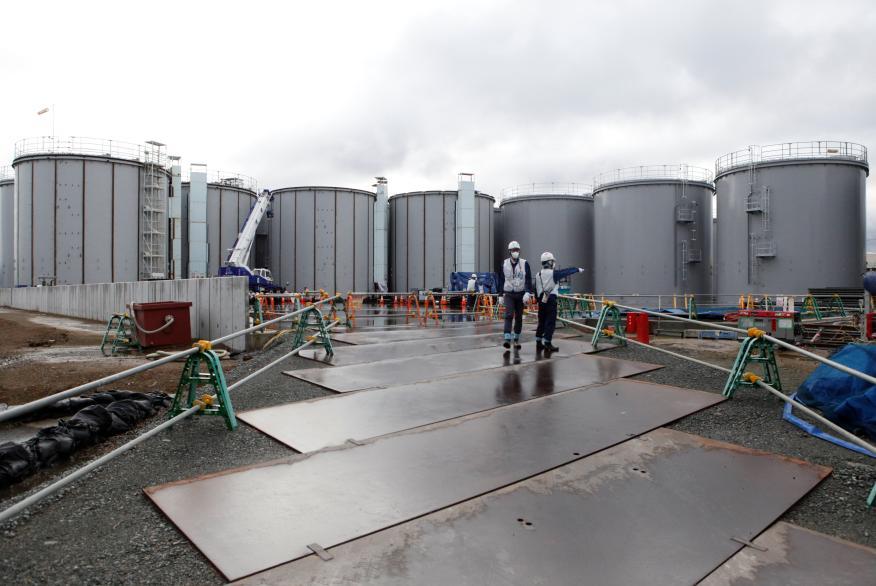 Trabajadores en una planta nuclear