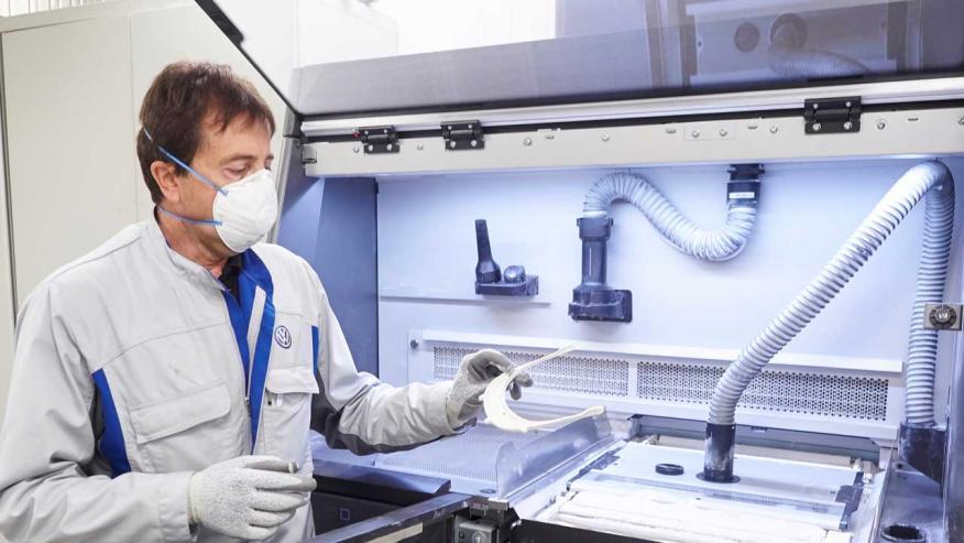 Volkswagen Navarra entrega las 1.000 primeras pantallas protectoras producidas con su impresora 3D