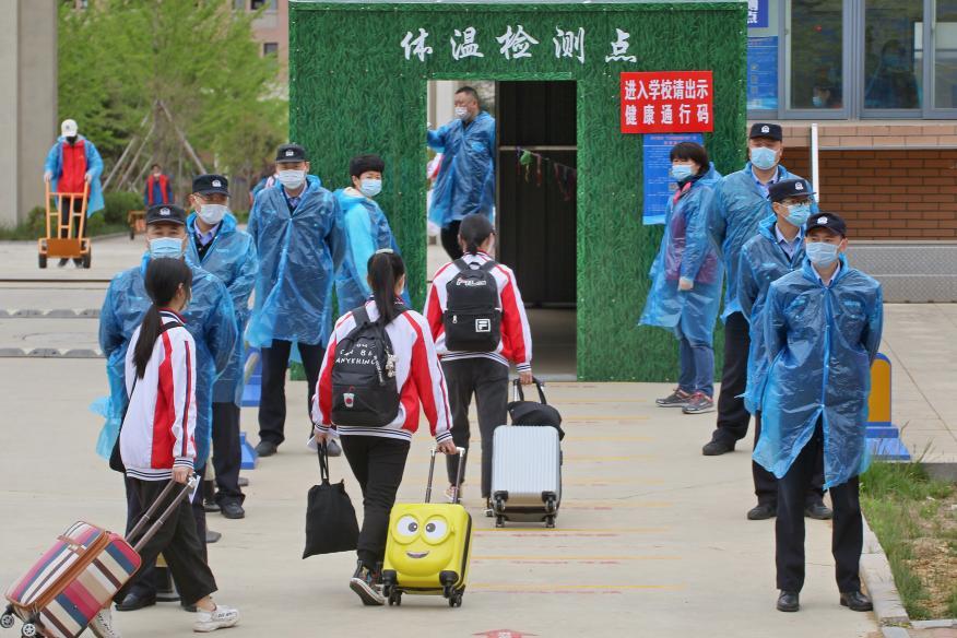 Alumnos regresando al colegio en China