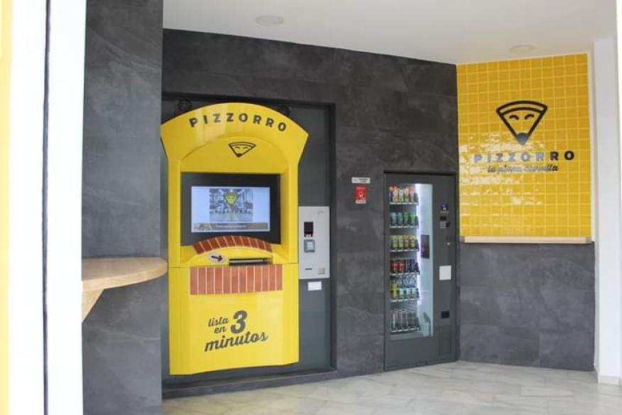 El vending de pizzas Pizzorro en Málaga.