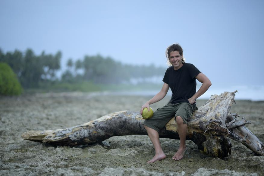 Álvaro Cerezo, fundador de Docastaway, en una de las islas desiertas que gestiona.