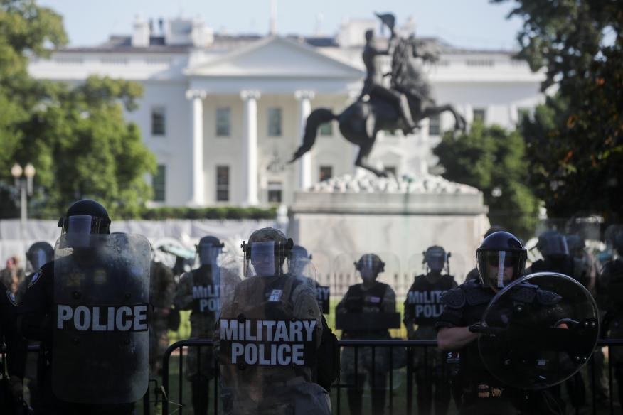 La Guardia Nacional de Estados Unidos controla las protestas por la muerte de George Floyd frente a la Casa Blanca