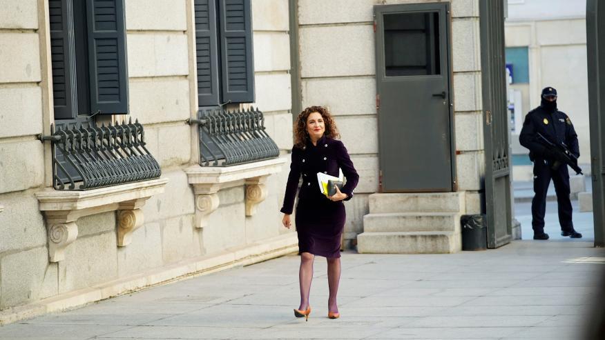 La ministra de Hacienda, María Jesús Montero, llegando al Congreso.