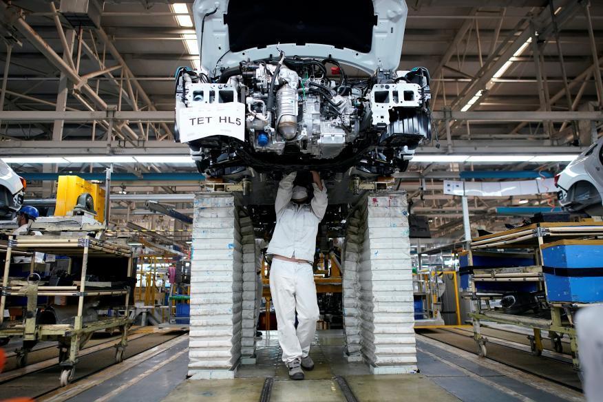 Un operario de Honda en la fábrica de Wuhan.