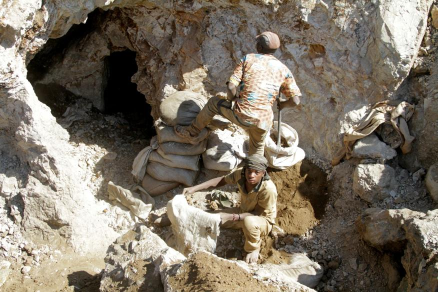 Trabajadores en una mina de cobre en la provincia de Lualaba, en la República Democrática del Congo