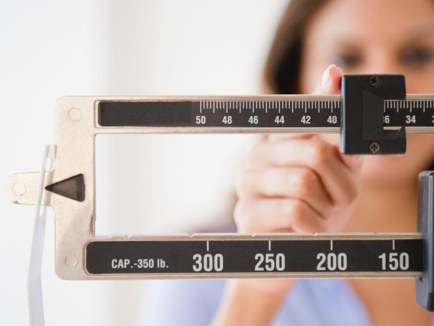 Un nuevo programa de pérdida de peso sin intervención ayudó a la gente a perder más kilos que en los cursos intensivos, según un estudio.