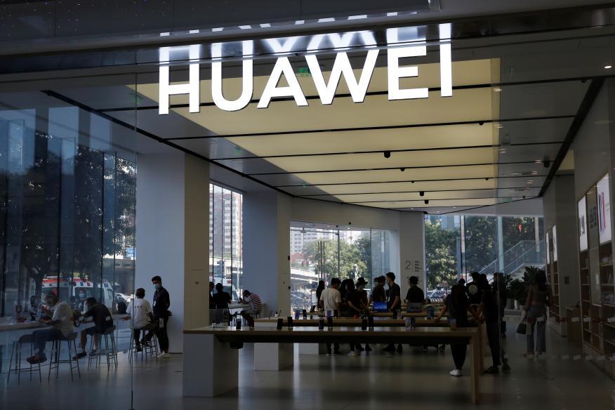Tienda Huawei en un centro comercial de Pekín.