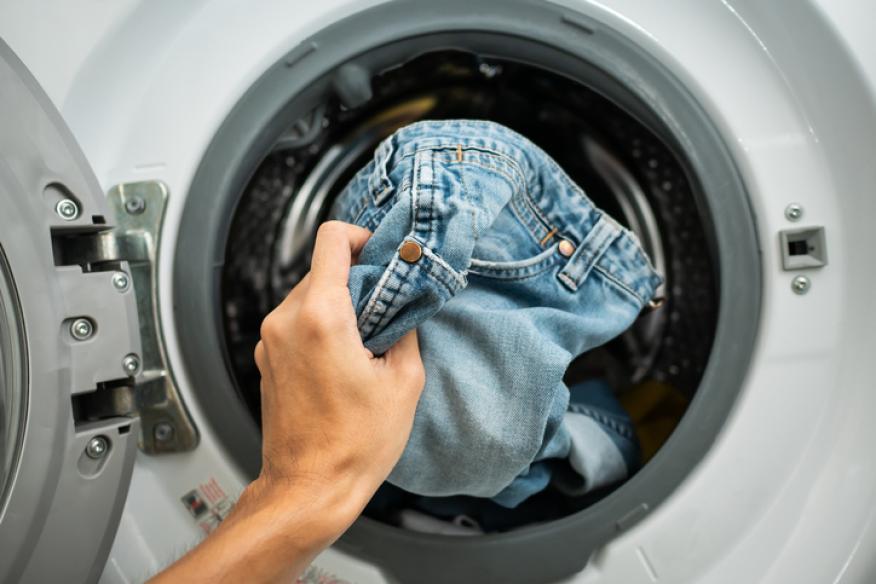 Vaqueros en la lavadora.