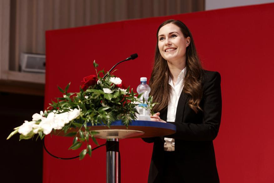 La primera ministra de Finlandia, Sanna Marin durante la fiesta del partido socialdemócrata.