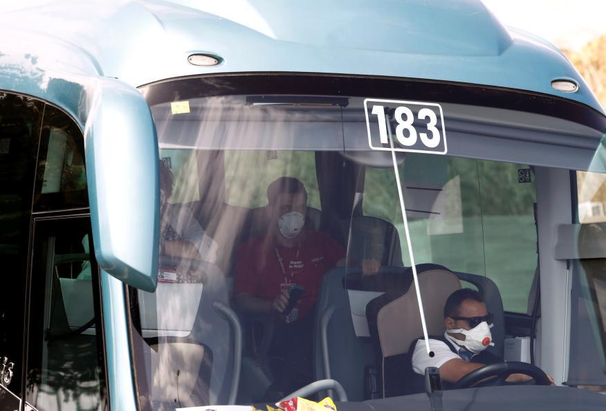 Un autobús lleva turistas británicos en Tenerife.